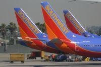 Photo: Southwest Airlines, Boeing 737-700, N215WN