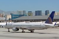 Photo: United Airlines, Boeing 757-300, N57868