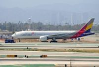 Photo: Asiana Airlines, Boeing 777-200, HL7700