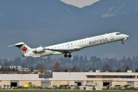 Photo: Air Canada Rouge, Canadair CRJ Regional Jet, C-FUJZ