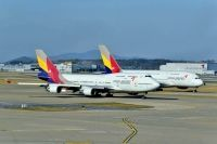 Photo: Asiana Airlines, Boeing 747-400, N7423