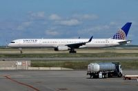 Photo: United Airlines, Boeing 757-300, N75861