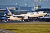 Photo: United Airlines, Boeing 737-800, N35271