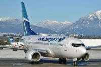 Photo: WestJet, Boeing 737-700, C-GWJF