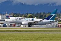 Photo: WestJet, Boeing 737-700, C-GWBF