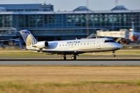 Photo: United Express, Canadair CRJ Regional Jet, N979SW