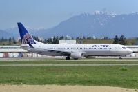 Photo: United Airlines, Boeing 737-900, N61882