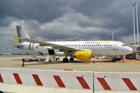 Photo: Vueling Airlines, Airbus A320, EC-KHN