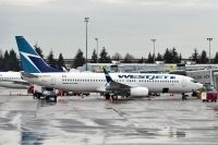 Photo: WestJet, Boeing 737-800, C-GWUX