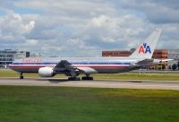 Photo: American Airlines, Boeing 777-200, N782AN
