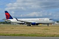 Photo: Delta Connection, Embraer EMB-175, N636CZ