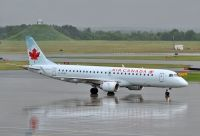 Photo: Air Canada, Embraer EMB-190, C-FHKP