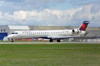 Photo: Delta Connection, Canadair CRJ Regional Jet, N301PQ