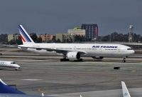 Photo: Air France, Boeing 777-300, F-GSQD