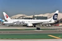Photo: Alaska Airlines, Boeing 737-900, N320AS