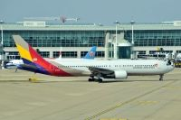 Photo: Asiana Airlines, Boeing 767-300, HL7605
