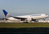 Photo: Continental Airlines, Boeing 767-200, N73152