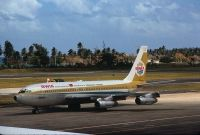 Photo: BWIA, Boeing 707-100
