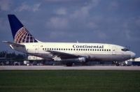 Photo: Continental Airlines, Boeing 737-100, N77204