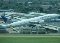 Photo: Continental Airlines, Boeing 777-200, N78008