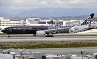 Photo: Air New Zealand, Boeing 777-300, ZK-OKQ
