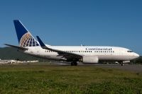 Photo: Continental Airlines, Boeing 737-700, N27724