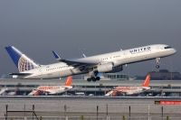 Photo: United Airlines, Boeing 757-200, N12125