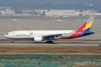 Photo: Asiana Airlines, Boeing 777-200, HL7596