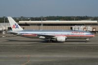 Photo: American Airlines, Boeing 777-200, N799AN