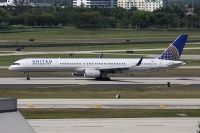 Photo: United Airlines, Boeing 757-300, N57870