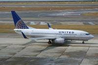 Photo: United Airlines, Boeing 737-700, N14735