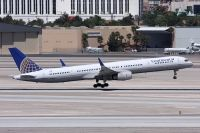 Photo: Continental Airlines, Boeing 757-300, N77871