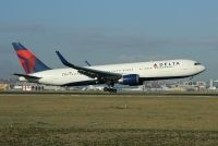 Photo: Delta Air Lines, Boeing 767-300, N1613B