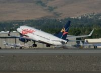 Photo: Aloha Airlines, Boeing 737-700, N739AL